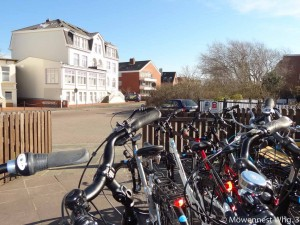 Ein sehr guter Fahrradverleih ist direkt gegenüber der Wohnung.