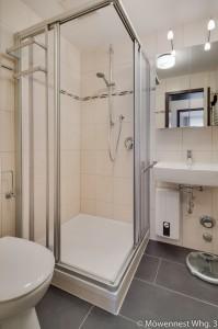 Das Bad der Wohnung Nummer 3 im Haus Möwennest Nummer 3 auf Borkum