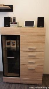 Im Wohnzimmer besteht die Möglichkeit mit AirPlay Filme, Fotos und Musik über den Fernseher und die Soundanlage zu nutzen.