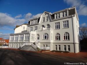 Das Haus Möwennest Nummer 3 auf Borkum von außen